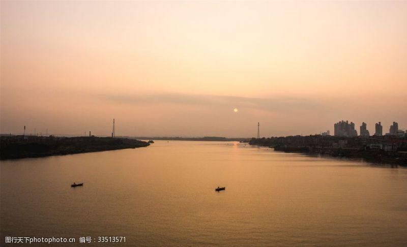 日落傍晚的夕陽朦朧風景
