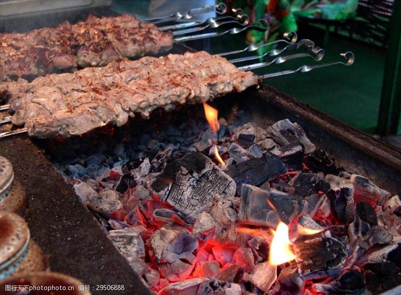 美味的碳火烤肉