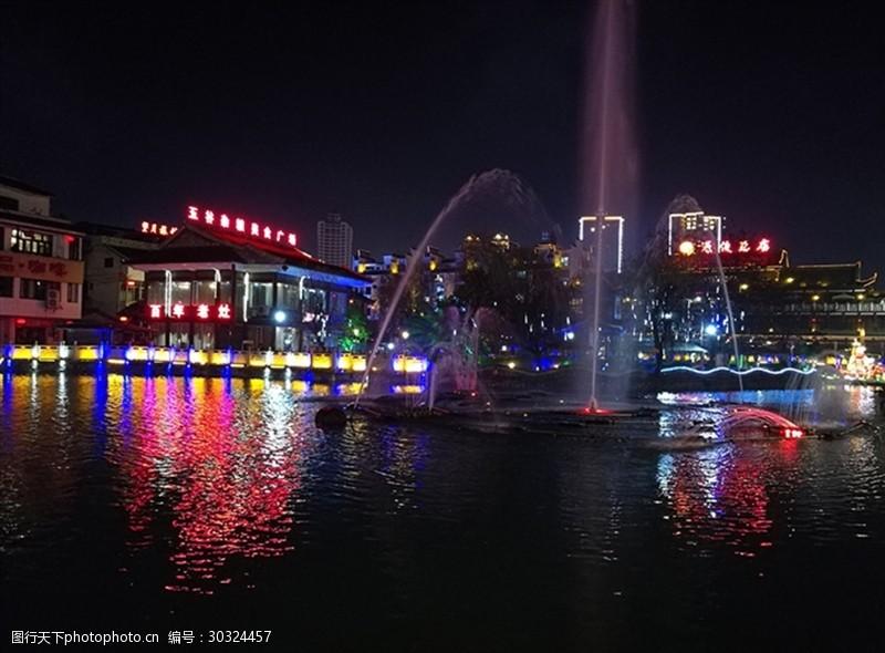 黔桂缘传媒湖边夜景